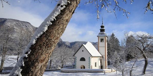 Cerkev pozimi