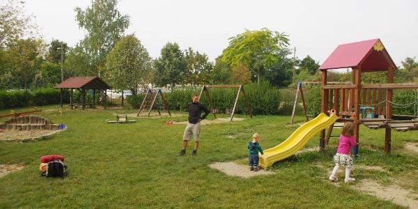 A túra családi voltát a Pilisborosjenő határában álló játszótér is meghatározza