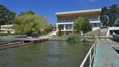 A tatai Új Kajakház Ökoturisztikai Központ