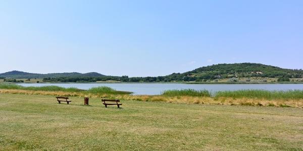 Pihenőhelyek a tihanyi Belső-tó partján