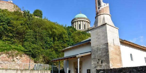 Az eszetrgomi dzsámi a csonka minarettel