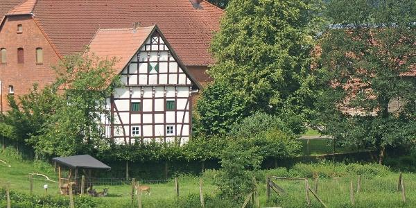 Altes Fachwerkhaus am Wegesrand