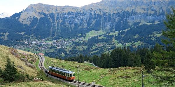 Historische Schmalspurbahn auf der Strecke Grütschalp–Mürren.