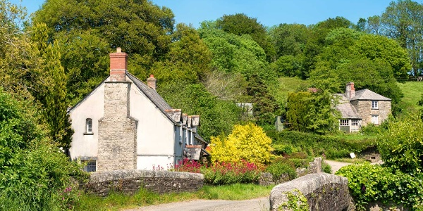 Romantische Cottages und blühende Gärten