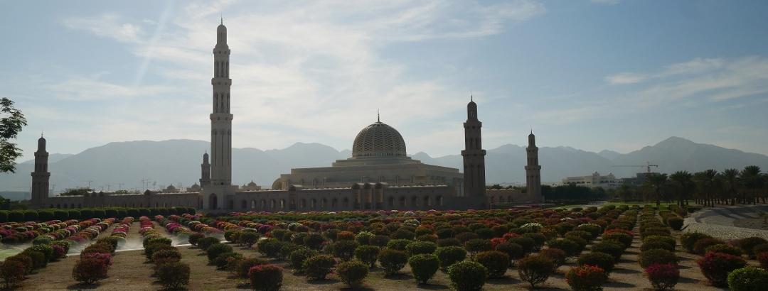 Panoramaaufnahme der Großen Sultan-Qabus-Moschee
