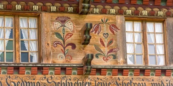Faszinierende Hausmalerei am Sälbeze-Huus