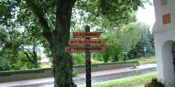 Wegweiser am Ortseingang von Longkamp