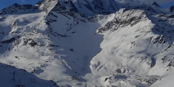 Aufnahme von Plaun Verd: Einblick ins Val d'Arlas, dahinter Piz Palü