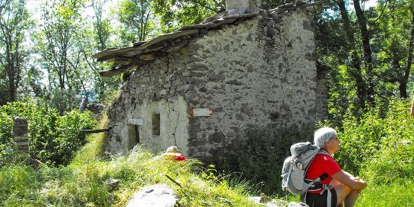 Im teilweise verlassenen Weiler Rostagno.