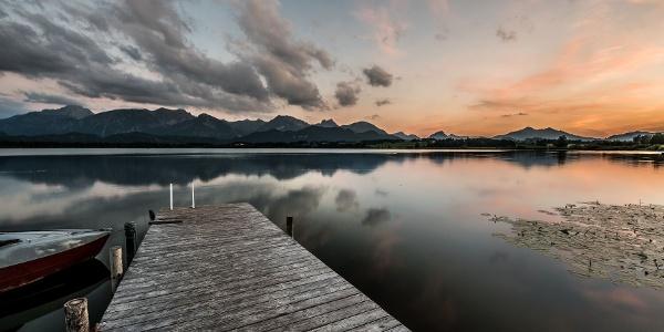 Abendstimmung am Hopfensee, Hopfen am See