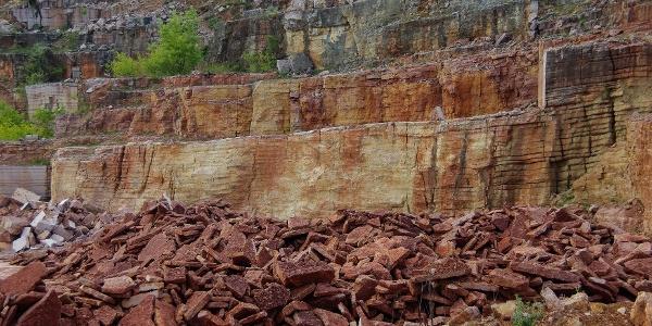 A Tardos fölötti vörösmárvány bánya