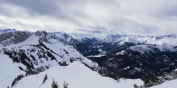 am Gipfel, Blick ins Lechtal