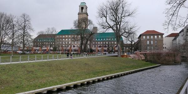 Rathaus Spandau vom Havelufer gesehen