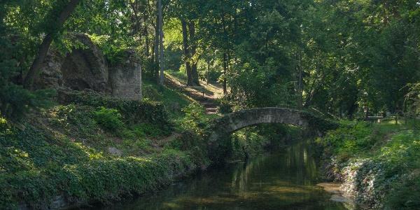 Angolpark a tatai Cseke-tó partján