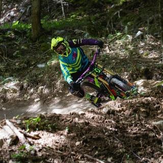 Biker nel bosco