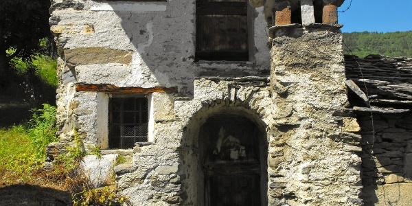 Verlassenes Haus im Weiler Rostagno.