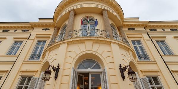 A fehérvárcsurgói Károlyi-kastély rizalitja