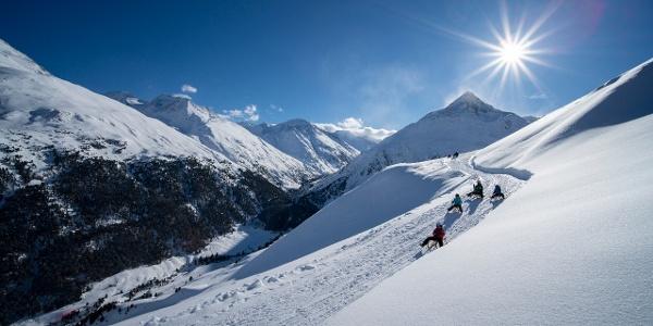 Abfahrt auf Kuven ins Tal... mit Blick auf das Bergsteigerdorf Vent und die Talleitspitze