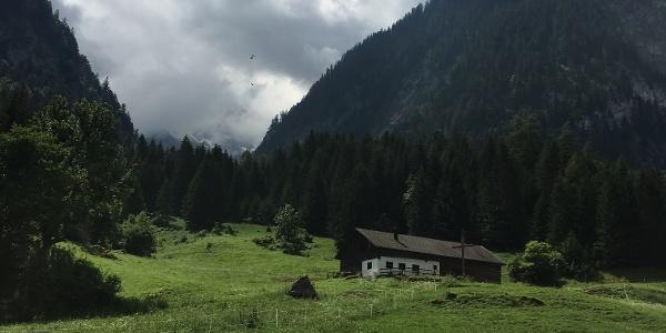 Etappe 1: Vorbei an idyllischen Alpen nach Brand