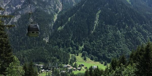 Etappe 1: Panorama pur beim Aufstieg von Brand zur Bergstation Dorfbahn
