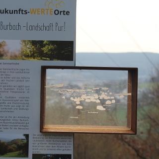 Stele mit Informationen am Trödelsteinpfad