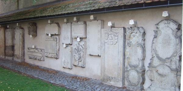 Grabdenkmäler