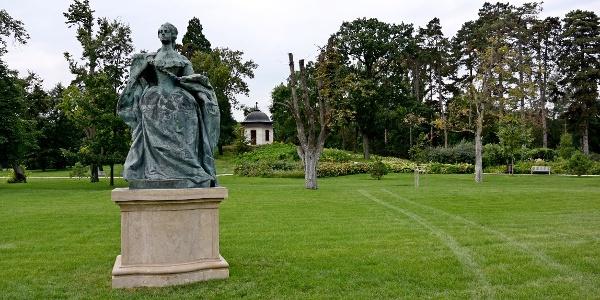 Mária Terézia szobra a gödöllői Grassalkovich-kastély parkjában
