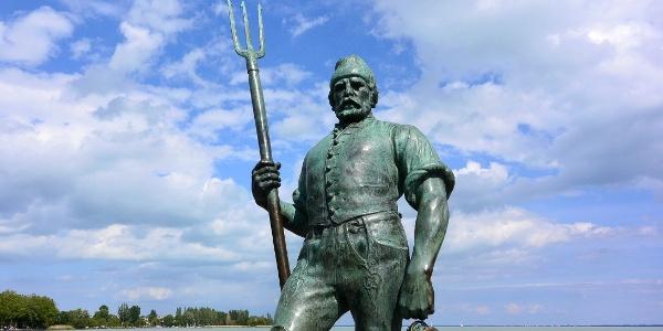 Halász-szobor a Tagore sétányon