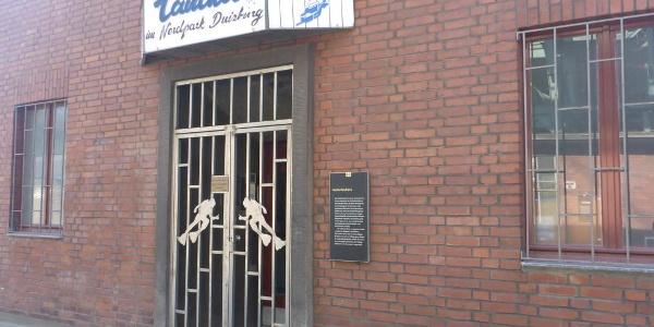 Eingang des Hochofenbüro der Taucher im Nordpark Duisburg (TIND)