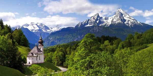 <![CDATA[Die Wallfahrtskirche Maria Gern mit dem Watzmann]]>