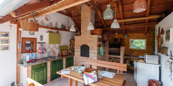 A Kemencés vendégház nyári konyhája