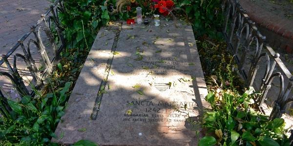 Szent Margit sírhelye a Margitszigeten