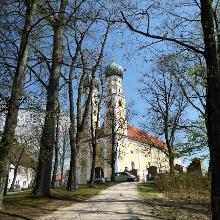 Zweitürmige Wallfahrtskirche zur