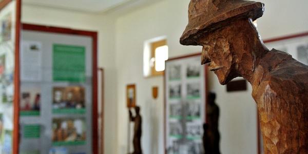 Fegyencek faragta szobor a márianosztrai Pálos múzeum és Börtönmúzeumban