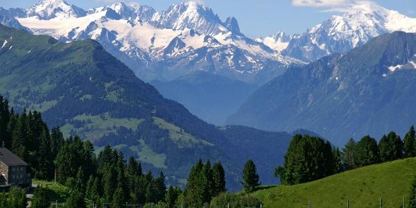 Mit der Schmalspurbahn auf den Col de Bretaye.