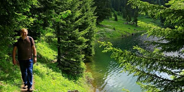 Wandern am Lac des Chavonnes.