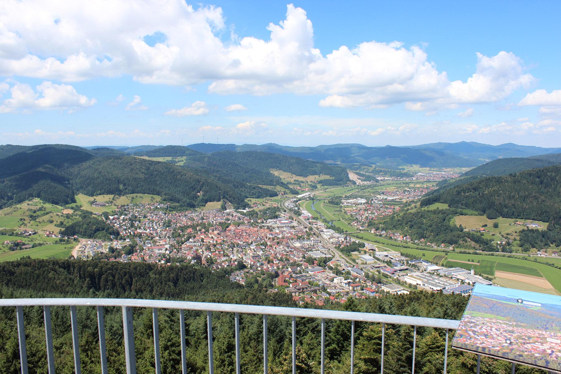 Aussicht vom Urenkopfturm auf Haslach und dem Kinzigtal