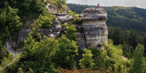 A jellegzetes Nyakas-kő a Madárszirtről