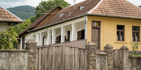 Tornácos ház Perőcsényben