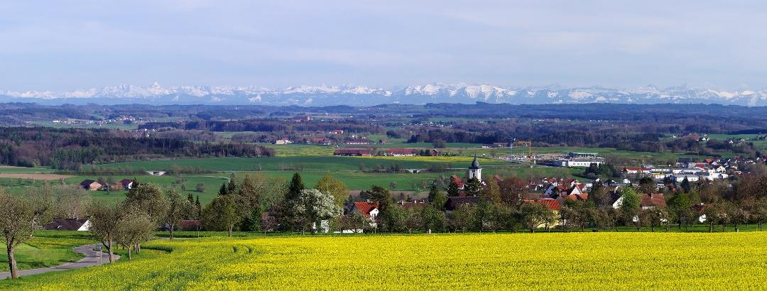 Aussicht über Aulendorf auf die Alpen