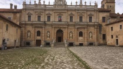 "im ""Certosa S. Lorenzo"" bei Padula"