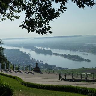 Morgendlicher Blick zum Niederwalddenkmal