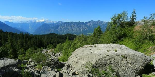 Blick vom Felssturz unterhalb der Zwerchwand in Richtung Dachstein.