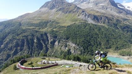 Bernina Express am Lag da Palü