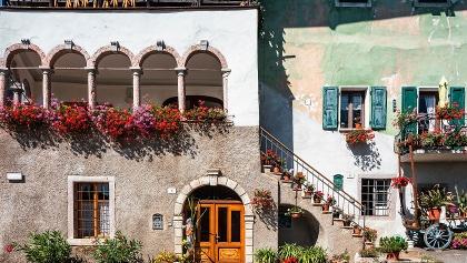 Malerische Bauerndörfer im Tal Terme di Comano