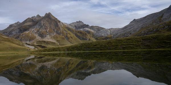 Blick über den Alpsee (4). Wer diese Aussicht sehen will, muss vom Weg zur Wasenspitze kurz abbiegen und um den See laufen.