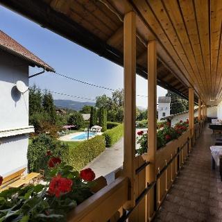 Balkon vor den Gästezimmern