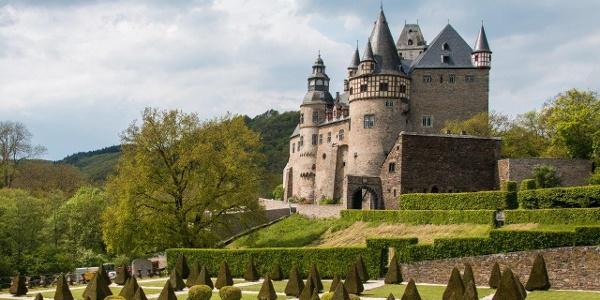 … Schloss Bürresheim sowie …