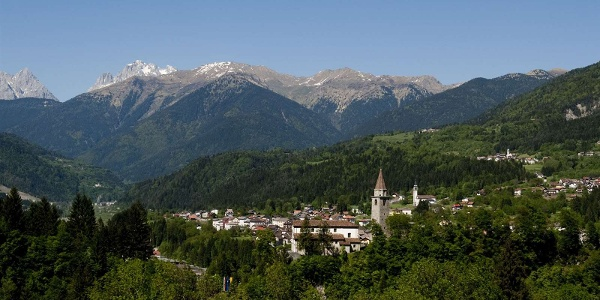 Ovaro im Val Degnano - von hohen Bergen umgeben