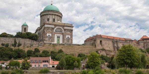 Nagyboldogasszony- és Szent Adalbert-főszékesegyház (esztergomi bazilika)